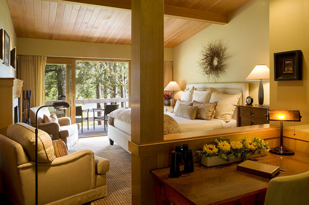 Hawkins Riffle King Deluxue Room at Tu Tu' Tun Lodge in Western Oregon