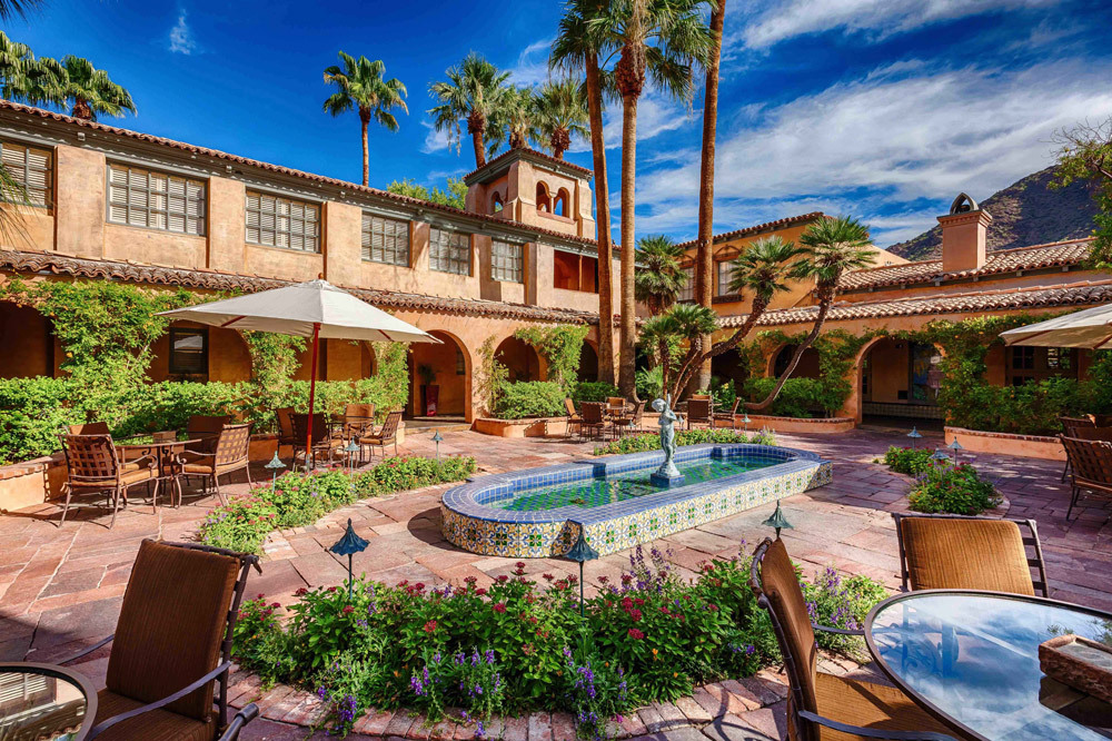 The Courtyard At Royal Palms Resort And Spa In Phoenix Arizona