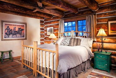 Smith Fork Ranch River Cabin bedroom