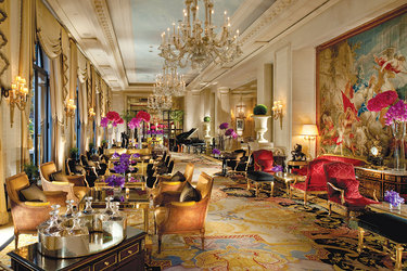 Le Cinq restaurant at Four Seasons Hotel George V Paris