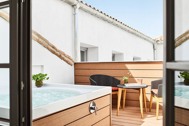 The hot tub of the Meller Suite at Gran Hotel Inglés in Madrid, Spain