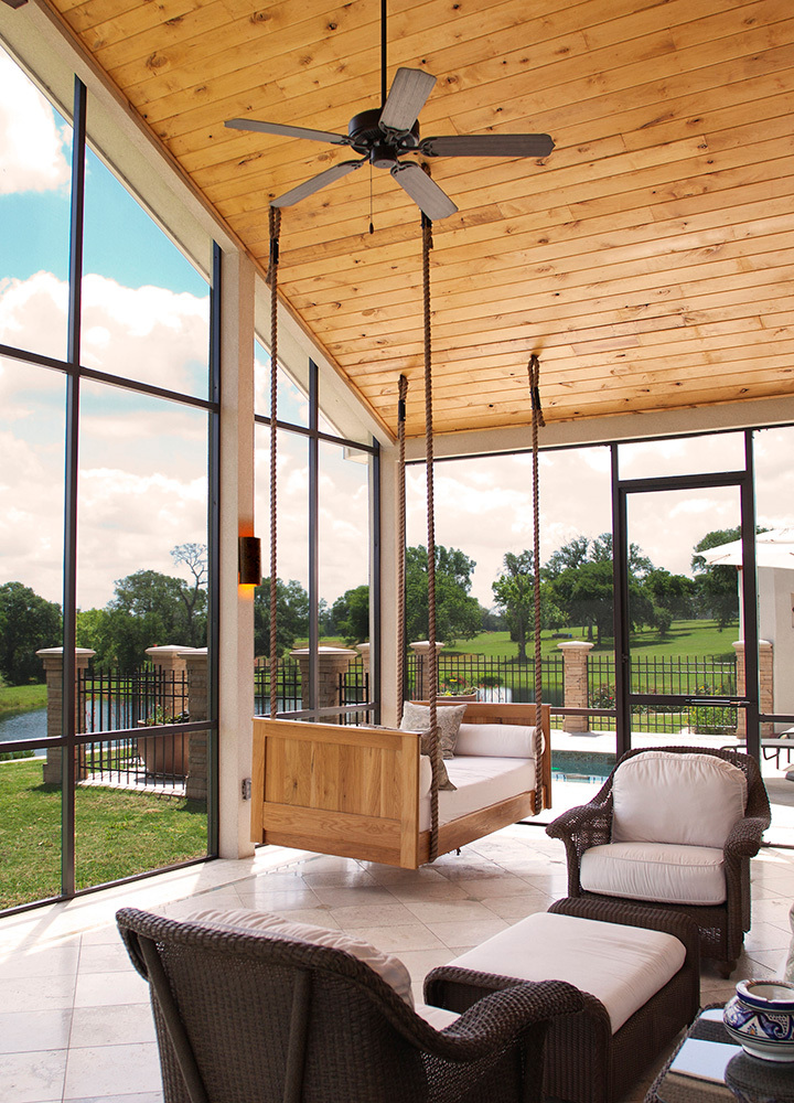 The screened in porch at The Inn at Dos Brisas in Washington, Texas
