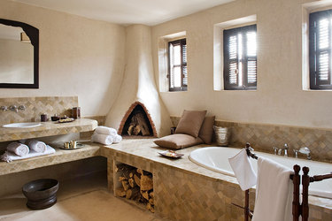 The bath of a Superior Suite at Dar Ahlam in Skoura, Morocco